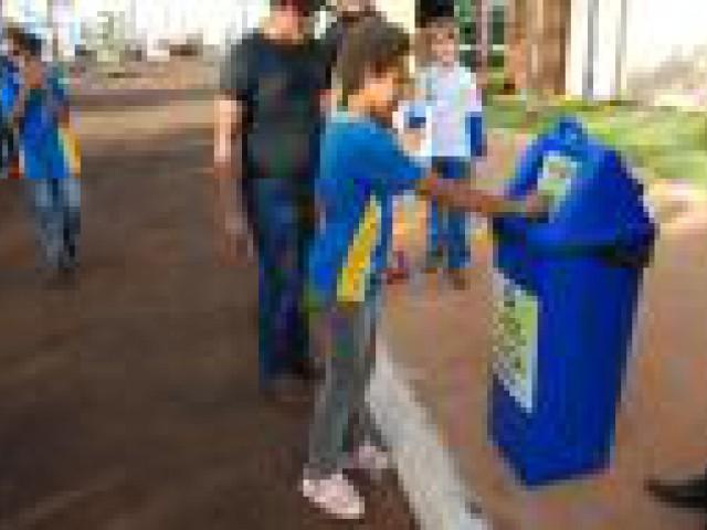 Lata de lixo interage, diverte e conscientiza